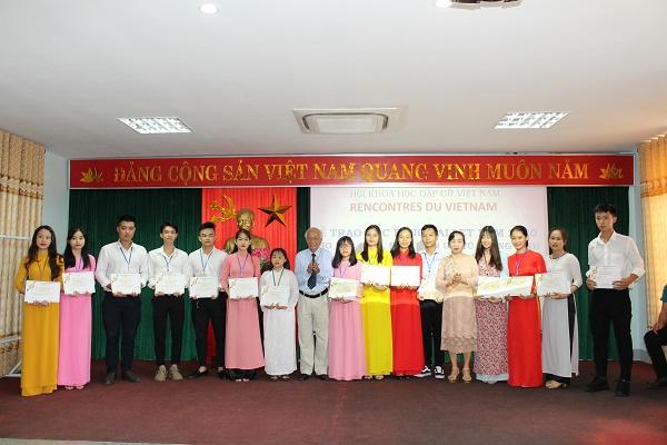 Trao 155 suất học bổng Vallet năm 2020 cho học sinh, sinh viên ưu tú tỉnh Quảng Bình