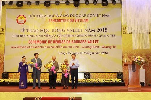 Trao 274 suất học bổng Vallet năm 2018 cho học sinh, sinh viên ưu tú 3 tỉnh: Hà Tĩnh – Quảng Bình – Quảng Trị.